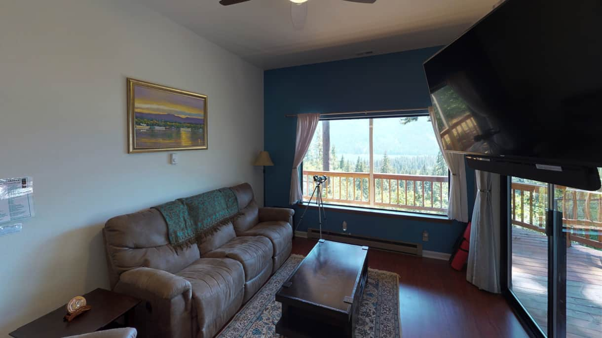 The Lakeview Retreat Living Room - Leavenworth, WA (2)