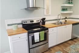 1011 N. Austin kitchen