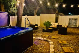 Pecan Cottage hot tub area nighttime