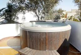 Sirena hot tub