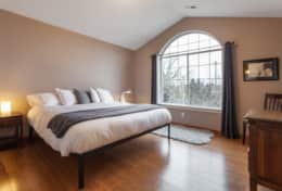 King bed in Large master bedroom