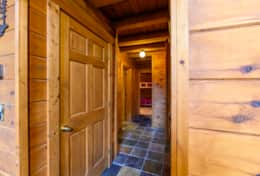 Waynesville Smokies Overlook Lodge Cabin - Hallway