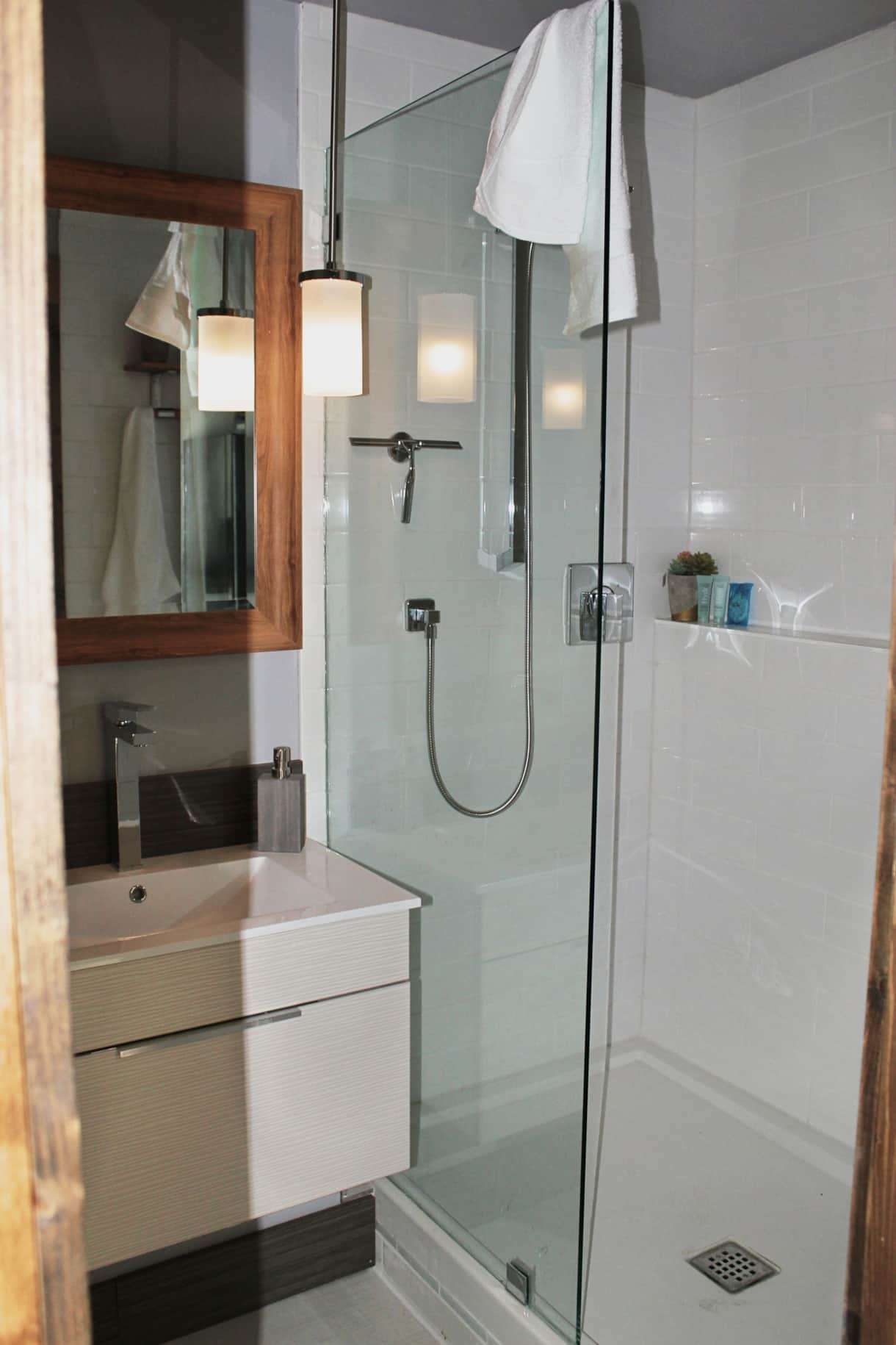 Spa Bathroom with walk-in shower