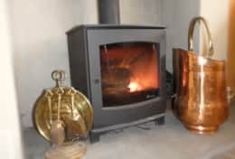 Cosy in no time. Environmentally friendly, Defra-approved Dik Guerts log burner.