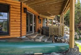 River Rd Lodge amenties include canoe, 2 kayaks, and hottub for guests use