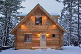 Wilmington Range Chalet is very cozy for couples on romantic getaways