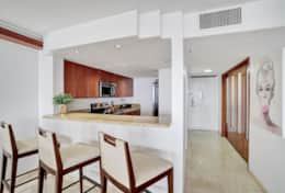 Fully equipped kitchen with seating for 3 at kitchen counter Z E Q