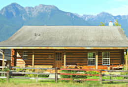 THE LOG CABIN-- Quintessential Northwest! In The Heart Of The Olympic Peninsula.