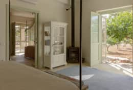 Apoikia - dependance - double room toward the other bedroom and french door to outside - Specchia