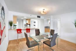 Dining area, fully equipped kitchen with washer/dryer