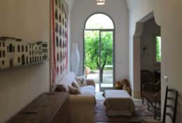 Arte - entrance room with french door which open onto a small courtyard - Miggiano - Salento