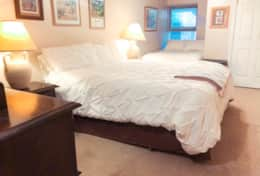 King size bed & Full size bed