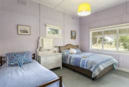 1 x king  + 1 x single Bedroom 1 - Dalmuir Homestead Holiday House Dromana Mornington Peninsula