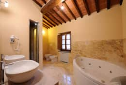 Bathroom - Villa Fonte - Trasimeno Lake (1)
