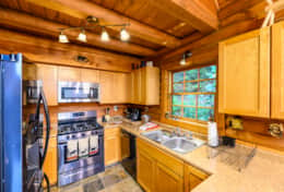 Waynesville Smokies Overlook Lodge Cabin - Kitchen