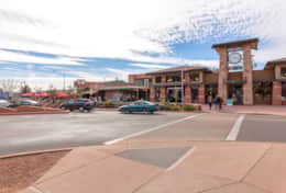 Uptown Sedona ~ 2 Blocks away for shopping, restaurants, views and tours.
