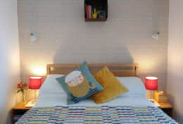 Room 5 - Bed, box and lights