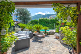 7 BEDROOM VILLA WITH PRIVATE POOL IN SORRENTO CENTRE