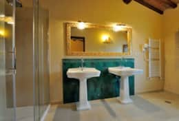 Bathroom---Villa-Fonte---Trasimeno-Lake