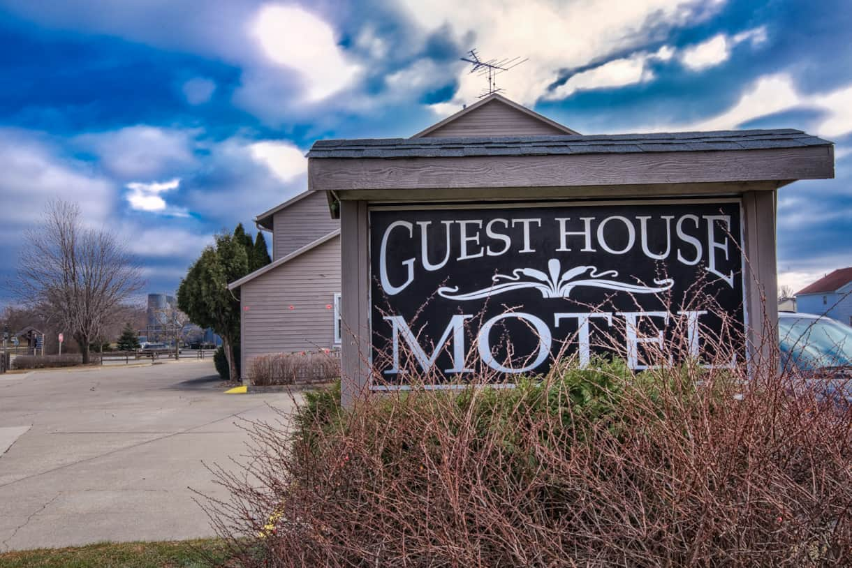 Guest House Motel Main Entrance