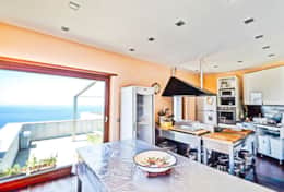 kitchen-luxury-villa-in-amalfi-coast-italy-with-seimming-pool-and-sea-view