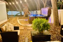 Pecan Cottage hot tub area nighttime (1)