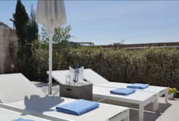Sunbeds by the pool - Villa Nova