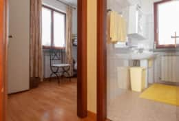 Villa Pascoli, bathroom upstairs and small bedroom