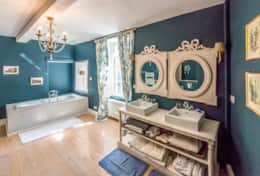 Bathroom 1st floor Manor Domain Lavy