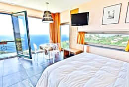 bedroom-1-luxury-villa-in-amalfi-coast-italy-with-seimming-pool-and-sea-view