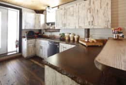 Kitchen - www.oldchurchcottages.com - Boundary Creek,NB Location - Photo credits: Daniel StLouis