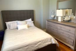 Guest Room w/ Queen Bed