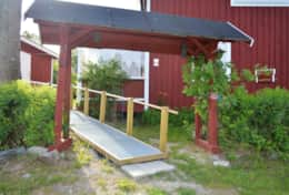 M07_Bjorn_Cottage-Property_Entrance
