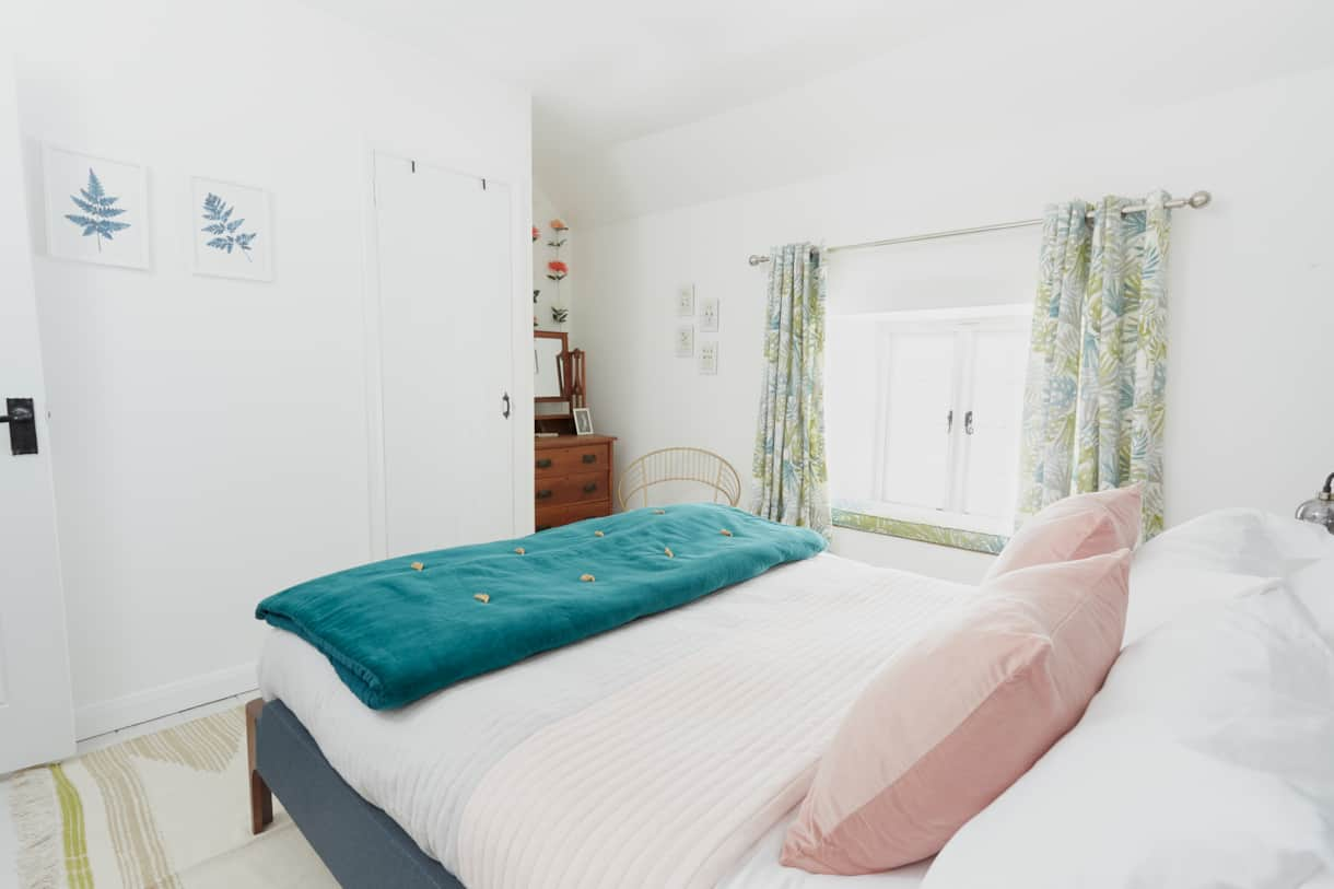 Master Bedroom - Poachers Pocket - Boutique Luxury Holiday Cottage - Cornwall - Hellandbridge
