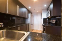Fully equipped kitchen with washer dryer