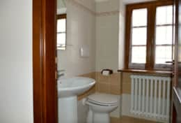 Apartment 1 Leccino bathroom