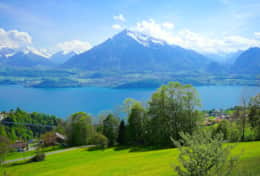 Splendid views of Lake Thun and the Alps