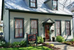 Black Oak Inn, close to street parking, nice quiet residential area, 1 block from downtown area