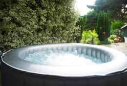 The Garden Apartment - Hot Tub