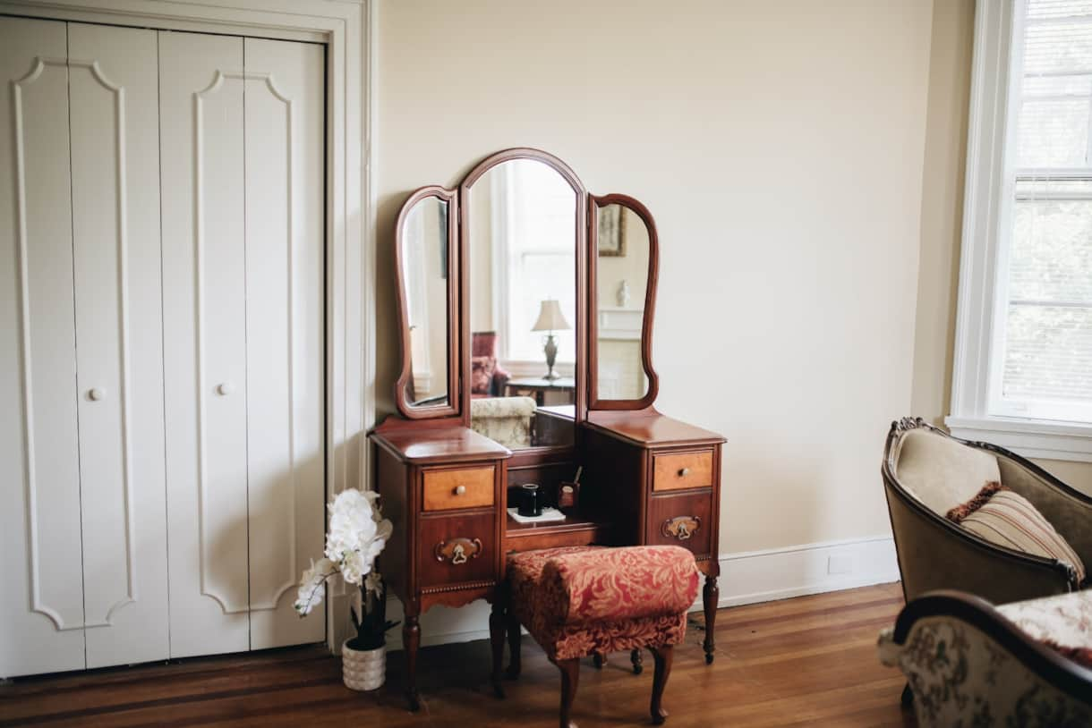 1912+Bed+and+Breakfast+-+EDITS-0011 king dressing table