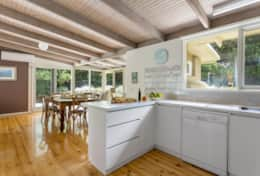 Harry's Retreat Blairgowrie - Kitchen Time - Good House Holiday Rentals