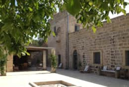 Masseria Ugento - min courtyard with shaded dining area - Ugento -