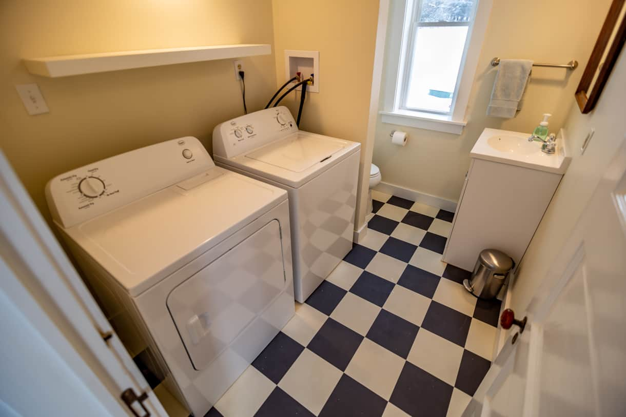 Bathroom/Laundry Room