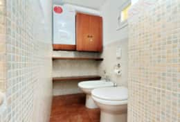 13-campo-de-fiori-bathroom