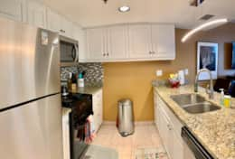 Full Kitchen - granite/stainless steel/ upgraded