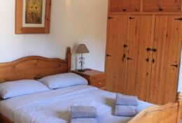 CASA MUNDO - Bedroom 1 on the first floor with authentic furniture and majestic wooden beams.