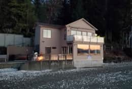Luxury-Hood-Canal-Vacation-Rental-hood-canal-resort-exterior-beach-rental-alderbrook