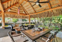 Tiki-hut with dining table and lounge area