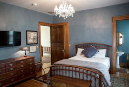 Guest Bedroom – Queen Bed
