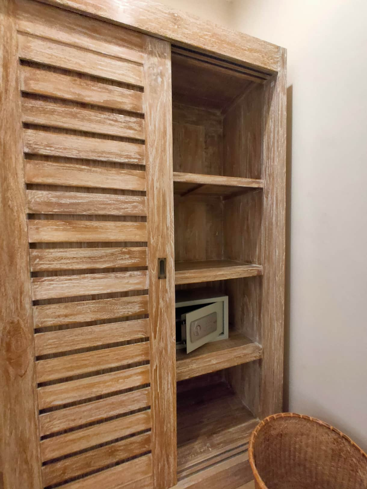 Wardrobe and safe-box
